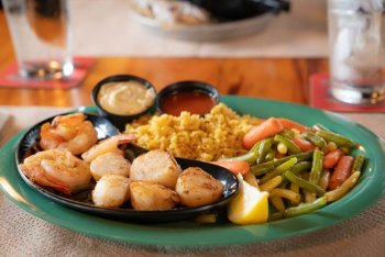 Fresh seafood at Captain Curts restaurant